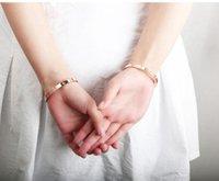 asiatische schmucksachen 18k goldarmbänder großhandel-2019 nagelneue Top Selling Classial Fashion Jewelry Titanstahlarmband 18K Rose Gold CZ Hochzeit Schraubenzieher-Armband für Frauen mit Kasten