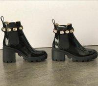 botas de cuero plataforma de mujer al por mayor-Bota de lujo Australia Mujeres Martin botines zapatos de diseño Desierto Plataforma bordado botas de cuero de las señoras de mitad de tacón de la bota del tobillo con la caja EU42