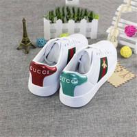diseñadores de textiles al por mayor-Zapatos de diseñador de moda para zapatos de mujer Bordado de moda Señoras estilo romano sólido Textil resistente al agua Zapatos de colegio usable