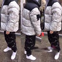 avrupa ceketleri baskılı toptan satış-Lüks Avrupa Buruşuk Kağıt Baskı Aşağı Ceket Moda Yüksek Kalite Gevşek Ceket Çiftler Kadın Ve erkek Tasarımcı Mont HFKYYRF002