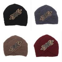 sombreros de lana blancos al por mayor-Sombrero de punto de otoño invierno para mujeres gorros que se superponen cabeza de la manga del taladro de lana sombreros mantener caliente negro rojo blanco 8 5zg D1