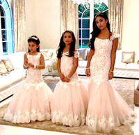 güzel kız danteli toptan satış-2019 Cap Kollu Kristaller Dantel Tül Çiçek Kız Elbise Mermaid Vintage Çocuk Alayı Elbiseler Güzel Çiçek Kız Ülke Gelinlik