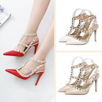 zapatos de boda cuñas al por mayor-Diseñador de moda de lujo zapatos de mujer 8 cm tacones altos sandalias tachonadas señoras atractivas sandalias de cuña fondo rojo pico Fiesta boda Sandales femmes