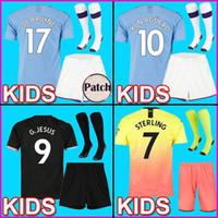 camisolas para rapazes venda por atacado-2019 2020 CITY KUN AGUERO MANCHESTER CRIANÇAS KIT STERLING MAHREZ camisa de futebol MENINO JESUS DE BRUYNE SANE 2019/20 DE BRUYNE MENINOS Camisas de futebol