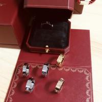 halka için rose hediye kutusu toptan satış-Aşk Yüzükler vida titanyum çelik Pırlanta Yüzük Avrupa ve Amerikan moda çiftler anlamına gelir gül altın yüzükler ile En orijinal kutu hediye