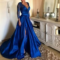 königliches blaues kleid plus großhandel-Royal Blue Tiefer V-Ausschnitt Spitze Lange Abendkleider High Split Long Sleeves Satin Abendkleider Plus Size Sweep Zug Vestidos De Festa