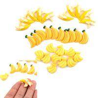 ingrosso resina di banana-5pcs kawaii fai da te abbellimento accessori resina artificiale falso in miniatura frutta banana gioca dollhouse giocattolo mestiere decorativo
