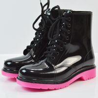 botas de goma para mujer al por mayor-atado a la Cruz del tobillo de goma Rainboots de las mujeres impermeables dedo del pie redondo sólido de PVC antideslizante botas de lluvia zapatos de cordones baja Moda