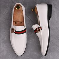 sapato vestido preto pontudo homens venda por atacado-NOVA Couro Formal Shos Moda Homens de Negócios Vestido Loafers Pointy branco Preto Oxford Sapato de Casamento Respirável U185