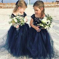 kleine mädchen marine kleider großhandel-Neue Marineblau Spitze Arabisch Blumenmädchenkleider Günstige Ballkleid Tüll Kind Brautkleider Vintage Kleines Mädchen Pageant Kleider