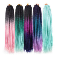 ombre saç uzantıları satışı toptan satış-Büyük indirim! 24 inç Ombre Kutusu Örgü Saç Uzantıları Sentetik Tığ Örgüler Saç paket başına 22 ipliklerini Saf Mor Pembe mavi Renk