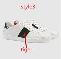 italien leinwand großhandel-Italien Männer Frauen Luxus Designer Schuhe Flut Marke net rot wild atmungsaktiv lässig Segeltuchschuhe Stern mit Platte kleine Biene kleine weiße Schuhe