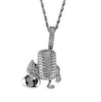 micrófonos de diamantes al por mayor-14 K chapado en oro Hip Hop Micrófono personaje de dibujos animados colgante collar Micro Pave diamantes de circonia cúbica con cadena de cuerda de 24 pulgadas