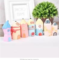 ingrosso figurine del fumetto-Resina Miniature Cartoon Matita a forma di casa Figurine Casa delle bambole Ornamento Home Garden Bonsai Micro Decorazione
