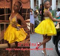 vestidos de vestidos de lantejoulas amarelas venda por atacado-Sexy Halter Amarelo Mini Little Homecoming Vestidos Backless Lace Apliques De Lantejoulas Cocktail Party Vestido de Cetim Plissado Desgaste Do Clube Curto Prom Vestido