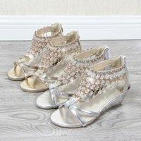 sandalet kolye toptan satış-Sandalet Kadınlar Katı Renk Dize Boncuk takozları Sandalet Peep Toe Ayakkabı Kadın Yaz İnci kolye Fermuar Kapak Topuk Ayakkabı
