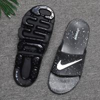 zapatillas cómodas para hombre. al por mayor-Venta al por mayor de verano de hombres transpirable cómodas zapatillas con cojín de aire diseñador de marca diapositivas sandalias suaves TAMAÑO 40-45