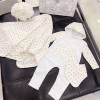 baby schal set großhandel-neuer Frühlings-Herbst-Baumwollneugeborener Baby-Spielanzug-Säuglingsoverall + Hut + Schal 3pc / Set Jungen-Mädchen-Druck-lange Hülsen Sleepsuits