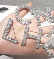 altın kristal yapay elmas broşlar toptan satış-6 adet / takım Erkekler Kadınlar Moda Tam Rhinestone Mektuplar Pins Broşlar Altın / Gümüş Kaplama Harfler Bling Bling Parti Düğün Içi ...