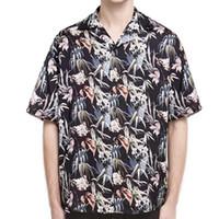 camisa de flores negras de las mujeres al por mayor-19SS Representan la camisa de flores de tendencia floja de flores negras Hombres Mujeres Camisa de playa de verano transpirable de moda HFHLCS009