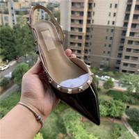 zapatos de diseñador de marca de punta estrecha al por mayor-Diseñador informal Moda sexy para mujer de charol negro con clavos tachonados con puntas planas zapatos de tacón alto zapatos de boda nuevos con caja