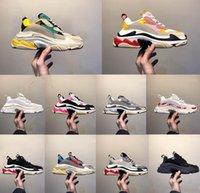 zapatillas verdes para mujer al por mayor-El diseñador de moda de París 17FW triples s zapatillas para hombres mujeres negro rojo verde blanco Zapatos papá Casual Beige Negro Deportes de los zapatos corrientes 36-45