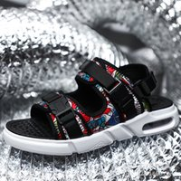 römische hausschuhe großhandel-Römische Sandalen 2019 Sommer Sandalen Herren Netz rote Mode Mode Herren Hausschuhe Luft Kissen Sand Herren Yeeloca