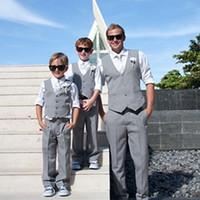smoking gris enfants achat en gros de-Tuxedos vêtements formel de garçon d'anneau gris Bearer vêtements pour la plage mariage fête enfants costume garçon ensemble (gilet + pantalon + cravate) sur mesure