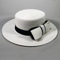 geniş ağızlı siyah şapka kadınlar toptan satış-HT2372 Hasır Şapka Siyah Bant Büyük Yay Kadın Yaz Şapka Düz Ağız Fötr Panama Boater Bayanlar Düz Üst Geniş Ağız Plaj Güneş