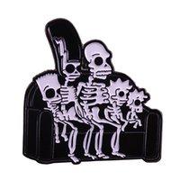 lustige stifte großhandel-Simpsons röntgen emaillierter Stift gespenstische skeleton Kunstabzeichencouchschädelfamilienbrosche lustiger Halloween-Zusatz