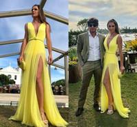 vestidos de fiesta de tul amarillo largos al por mayor-Vestidos de fiesta largos baratos de Boho Beach amarillo Cuello en V profundo 2020 A Line Tulle Prom Party Vestidos de noche Vestido largo de Split alto