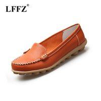 sapatos de enfermagem de moda venda por atacado-Lzzf 2019 Moda Sapatos de Couro Genuíno Mulher Enfermeira Deslizamento Ocasional Em Loafers Barco Sapatos Para As Mulheres Flats Plus Size Grande 35-44