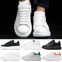 en iyi erkek kıyafeti toptan satış-alexander mcqueens Ucuz En İyi Erkek Bayan Sneakers Üçlü Beyaz Siyah Düşük Kesim Deri Kırmızı Süet Gelinlik Tasarımcı Ayakkabı Drop Shipping boyutu 36-44
