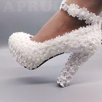 zapatos de tacón grueso de marfil al por mayor-11cm super alta tacones de bloque de las perlas de encaje marfil zapatos de boda de novia hechos a mano la correa del tobillo grueso novias boda de tacón bombas zapato