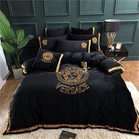 folhas de tamanho das rainhas venda por atacado-Designer de luxo conjuntos de cama moda rei rainha tamanho conjuntos de cama lençóis 4 pcs capa de edredão conjuntos de cama de luxo edredons quente