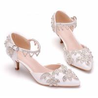 белая атласная обувь из горного хрусталя оптовых-Женщины бахромой горный хрусталь обувь белый высокий каблук лодыжки пряжки атласные сандалии женские свадебные платья выпускного вечера обувь 2019 горячая распродажа