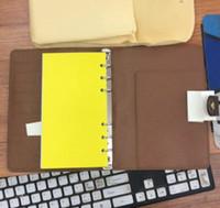 ingrosso copertine in pelle-2019 Brand agenda card notebook copertina in pelle diario in pelle con sacchetto di polvere e scatola di carta notebook stile caldo