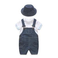 erkek askıları t-shirtler toptan satış-2019 Yaz yenidoğan erkek bebek giysileri Bebek Kıyafetler çocuklar tasarımcı Giysi 3 adet / takım beyaz T-shirt askı pantolon şapka boys setleri A2617