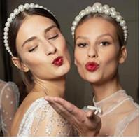 zarif partiler için saç aksesuarları toptan satış-İmitasyon İnci Saç Hoop Tasarım Kadınlar için Trendy Lüks Büyük Inci Bandı Zarif Şapkalar Kız Saç Aksesuarları Düğün Parti Takı