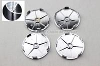 tampas de centro de roda de fibra de carbono venda por atacado-100 pcs 68mm preto branco centro de roda de fibra de carbono cap hub caps emblema logotipo emblemas estilo do carro