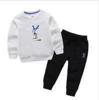 satılık bebek kıyafeti toptan satış-Çocuklar Giysi Tasarımcısı Kızlar Eşofman Çocuklar Marka Eşofman Çocuklar Mont Pantolon 2 Adet / takım Erkek Bebek Giysileri Sıcak Satış Yenidoğan Erkek Bebek Giysileri