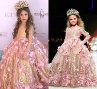 vestidos de lentejuelas rosa niñas al por mayor-2019 Princesa Cuello Redondo Una línea de tul Vestidos de niña de flores con lentejuelas doradas Mangas largas de encaje Vestidos de niñas Vestidos de desfile BC2069