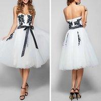 vestidos de dama de honra muito pretos venda por atacado-Vestido de baile bonito Querida Decote Na Altura Do Joelho Tulle Coquetel Vestido de Dama de honra com Apliques de Preto
