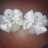 bebek özel ayakkabılar toptan satış-Bebek Prenses Kızlar Büyük Şerit Beyaz El Yapımı Ilmek Süslemeleri DIY Özel Zincir Rhinestone Bebek Bale Sparkle Vaftiz Doğum Günü Ayakkabı