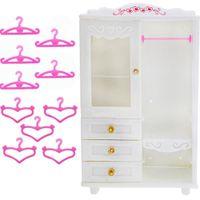 elbise yatak odası toptan satış-10x Pembe Askıları + 1x Beyaz Dolap Dolap Prenses Dollhouse Elbise Barbie bebek Hediye Için Giysi Aksesuarları Yatak Odası Mobilya Q190521