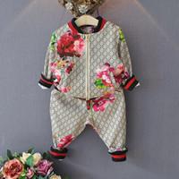 bebek kız çiçekleri toptan satış-Çocuk Takım Elbise Bahar Sonbahar Erkek Kız Takım Elbise Çiçek Ceket + Pantolon 2 Adet Setleri Çocuk Giysileri Rahat Bebek Kız Erkek Set Kostüm
