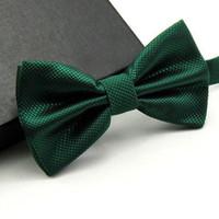 ingrosso erba verde scuro-Uomini di alta qualità moda solido bowtie da sposa farfalla farfallino novità smoking smoking cravatta regolabile giallo / verde scuro / verde erba D19011004