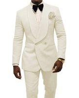 moda de esmoquin para hombre. al por mayor-Beige Men Wedding Tuxedos Relieve Groom Tuxedos Moda Blazer 2 piezas Traje de baile / Cena Chaqueta por encargo (chaqueta + pantalones + corbata) 1630
