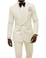 ingrosso cravatta di avorio per il matrimonio-Ivory Uomini Wedding smoking goffratura smoking dello sposo Moda Uomo Blazer 2 tuta Prom / Giacca da smoking su ordine (Jacket + Pants + Tie) 1630
