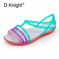 mujeres jalea zapatos pisos colores al por mayor-2019 Nuevas sandalias de plástico para mujer de verano Flat Student Crystal Jelly Shoes Cindy Colors Casual Beach Shoes Slip On Hole Women
